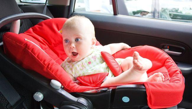 Fotelik samochodowy jako podstawowy element wyposażenia na dziecięcej liście
