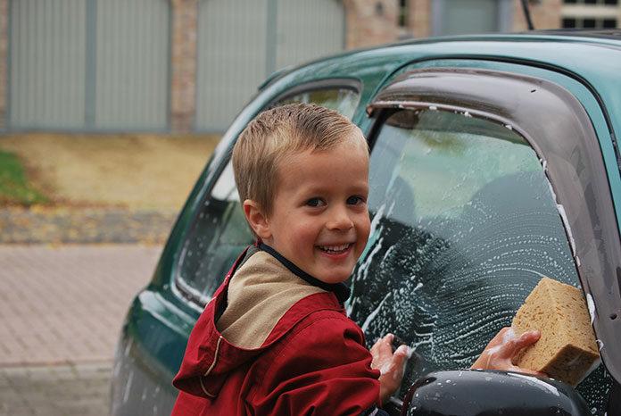 Gąbki do mycia samochodu – co warto wiedzieć na ich temat